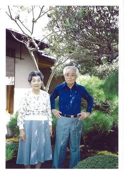 我が家の庭の父母.JPG