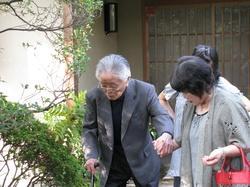 出掛ける父溥95歳